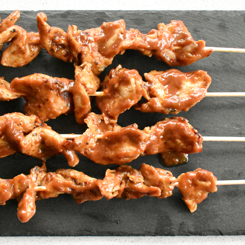 Receta de brochetas de pollo veganas con salsa de cerveza